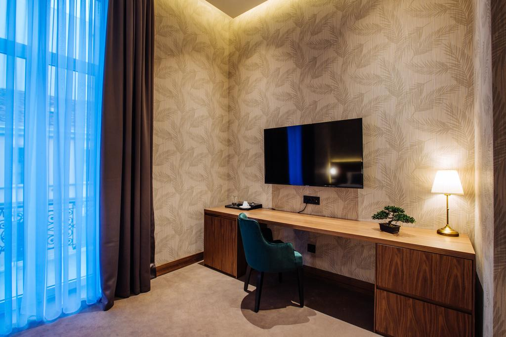 2.jpg - Deluxe Double or Twin Room with Balcony - Maison Royale Beograd